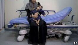 叙利亚难民婴儿得到拯救生命的手术