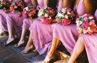 频繁参加婚礼 英国一女子快把自己整破产!