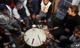 VOA慢速英语:美洲土著部落争夺土地