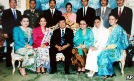 VOA慢速英语:印度尼西亚反思其民主实验