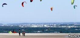 VOA慢速英语:放风筝对所有年龄的人都有好处