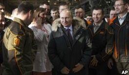 VOA慢速英语:俄罗斯总统普京宣誓就职第四个总统任期
