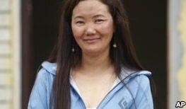 VOA慢速英语:珠穆朗玛峰攀登者打破新纪录