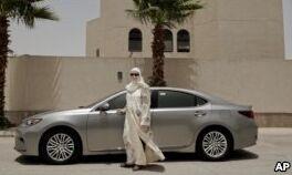 VOA慢速英语:驾驶禁令结解除 沙特妇女将司机视为新职业