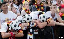 VOA慢速英语:德国从世界杯出局,墨西哥在韩国队帮助下晋级