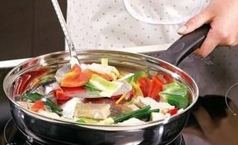 实战口语情景对话 第1289期:Do you prefer to cook or eat out? 你喜欢做饭吃还是去外面吃饭?
