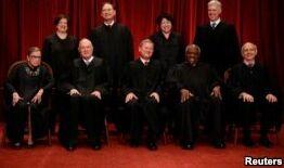 VOA慢速英语:特朗普将在美国最高法院获益