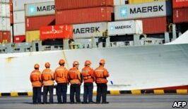 VOA慢速英语:中美之间的贸易争端