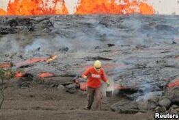 VOA慢速英语:科学家冒着生命危险研究夏威夷火山