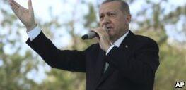 VOA慢速英语:美国将提高土耳其钢铝的关税