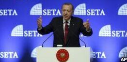VOA慢速英语:土耳其埃尔多安威胁抵制美国商品