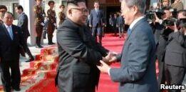 VOA慢速英语:朝韩领导人在平壤会面