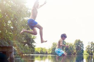 大热天跳到冷水中或致命,即使你会游泳