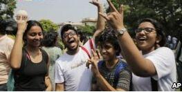 VOA慢速英语:印度最高法院终止同性恋禁令