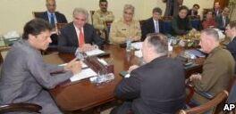 VOA慢速英语:巴基斯坦新任总理会见美国高级外交官