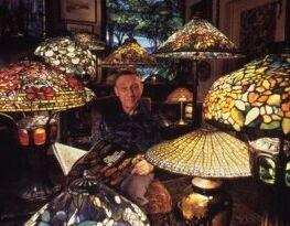 VOA慢速英语:蒂凡尼玻璃珍藏在纽约展出
