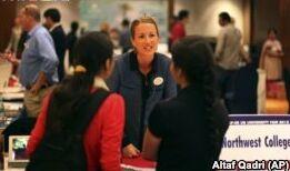 VOA慢速英语:越来越多留学生留在美国工作