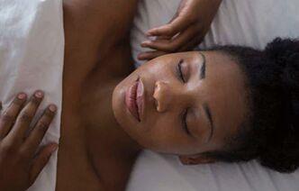 睡觉时做到这些可预防皱纹