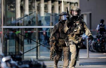 国际英语新闻:Hostage safely freed at Cologne station incident