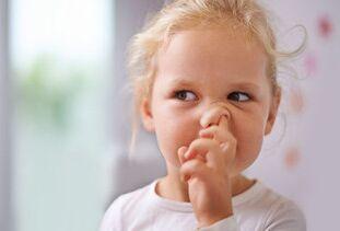 挖鼻孔不仅恶心,而且会造成致命疾病