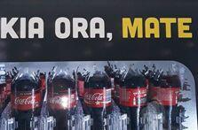 向死亡问好?可口可乐发布了一条土洋结合的广告语,结果......