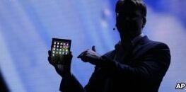 VOA慢速英语:三星发布可折叠屏手机