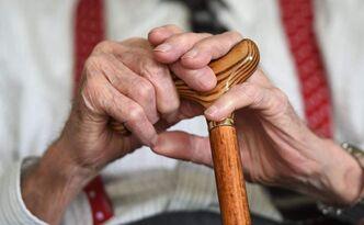 英国计划对中老年人征收'年龄税'