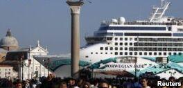 VOA慢速英语:威尼斯当地人与游轮公司产生冲突