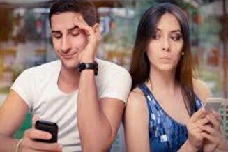 研究发现 分享社交媒体密码的伴侣感情会更好