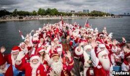 VOA慢速英语:圣诞老人来了!