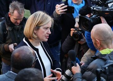 国际英语新闻:British PM likely to win vote of no confidence: media reports