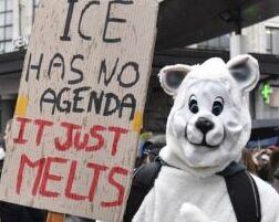 VOA慢速英语:学生走上街头要求政府采取行动应对气候变化