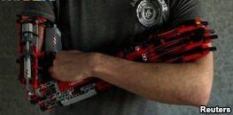 VOA慢速英语:西班牙学生用乐高积木制造机器人手臂