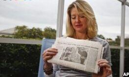 VOA慢速英语:两位情绪激动的母亲因枪支问题出现分歧