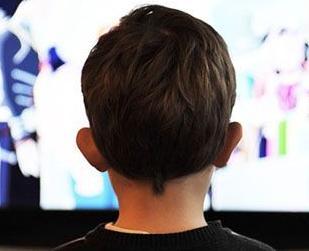 英语访谈节目:通过技术手段让聋哑人发声