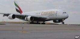 VOA慢速英语:空客公司停产全球最大的A380客机