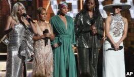 VOA慢速英语:女性闪耀格莱美颁奖典礼