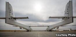 VOA慢速英语:世界上最大的飞机首次试飞成功