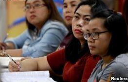 VOA慢速英语:菲律宾护士发现英语考试太难