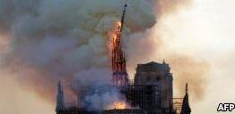 VOA慢速英语:巴黎圣母院失火事件检验社交媒体