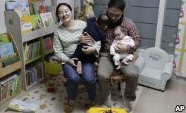 VOA慢速英语:韩国关于年龄计算的不同之处