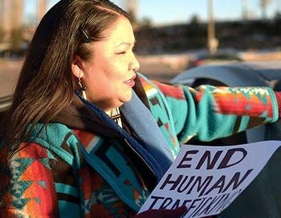 英语访谈节目:关注纳瓦霍人遭遇的性侵
