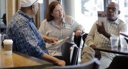 VOA慢速英语:西雅图为选民提供资金支持候选人