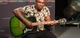 VOA慢速英语:音乐家为中非共和国的斗争发声