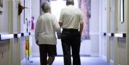 VOA慢速英语:饮食质量差与老年人虚弱有关