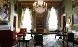 VOA慢速英语:美国第一夫人亲临白宫