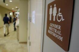 VOA慢速英语:变性大学生更容易与心理健康抗争