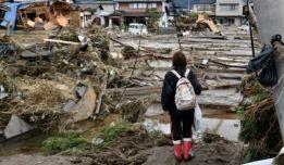 VOA慢速英语:台风海贝思给日本造成严重破坏 新干线列车被淹