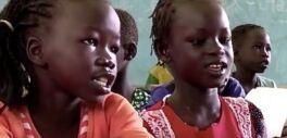 VOA慢速英语:南苏丹教师与各年龄段的难民一起工作