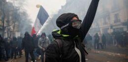 VOA慢速英语:法国全国罢工抗议活动开始